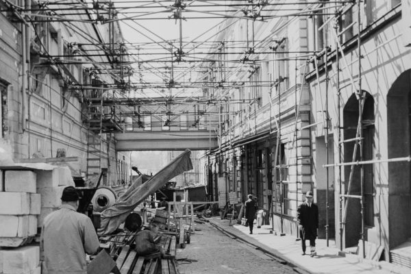"""Scaffolding stretches over the street. The Finnish """"Bridge of Sighs"""" that connects City Hall to the next-door office over Sofiankatu can be seen behind the scaffolding."""