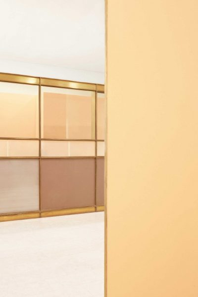 The warm colour scale of the building attendant's booth features shades of orange and deep burgundy. Photo credit: Christian Jakowleff